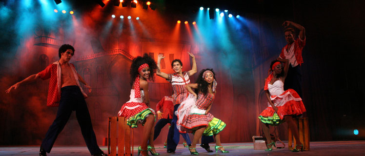 Cuba is the life of the Caribbean party, with shows and dances from the stage to the street.